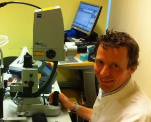 Behandeling dokter Gerbrandy met de Yag laser